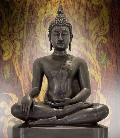 head wise: Buddha statue on a grunge background