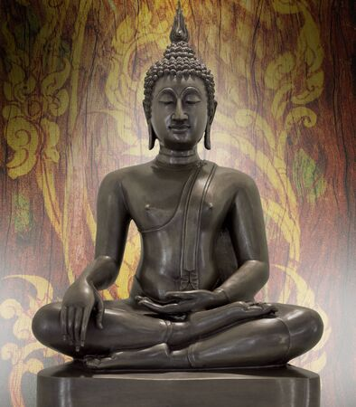 cabeza de buda: Estatua de Buda sobre un fondo grunge Foto de archivo