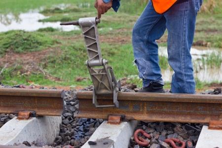 I lavoratori si preparano attrezzature per la manutenzione della ferrovia-Edit.tif Archivio Fotografico - 22096185