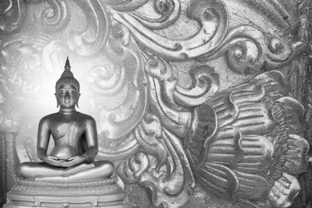 bouddha: Statue de Bouddha sur l'argent model� Tha�lande. Banque d'images