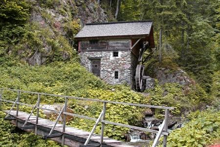 wasser: Mühle am Bach im Lesachtal