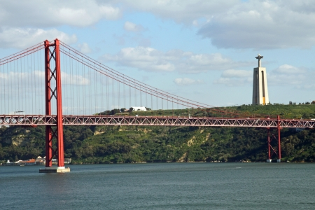 christus: Lissabon, Br�cke 25. April mit Christus-Statue