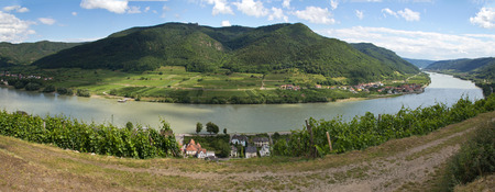to bend: Spitz with Danube