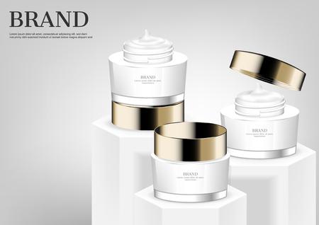 Tres cremas cosméticas en soportes blancos con fondo gris