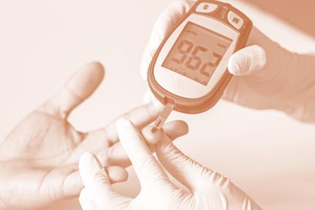blood glucose meter: blood glucose meter, the blood sugar value is measured on a finger