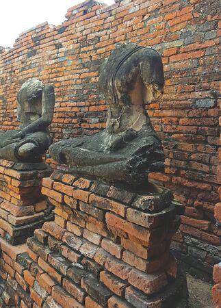 Buddha statues without head in Wat Chaiwatthanaram Temple Фото со стока