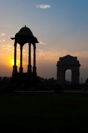 recognizing: A beautiful silhouette of India Gate memorial and its canopy, an important memorial recognizing the service of Indias soldiers in war in Delhi, India