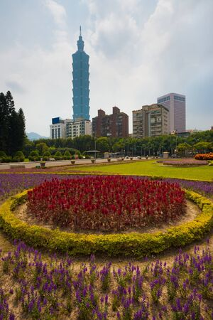 A colorful bed of flowers in the foreground of the Taipei 101 building in downtown Taipei, Taiwan Reklamní fotografie