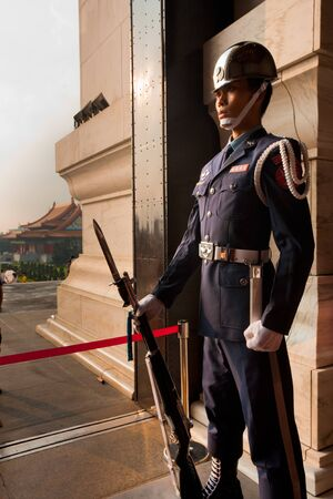 Taipei, Taiwan - August 21, 2011:  A member of the Taiwanese honor guards stands motionless inside the Chiang Kai Shek Memorial Hall August 21, 2011 at Taipei, Taiwan Reklamní fotografie - 12160079
