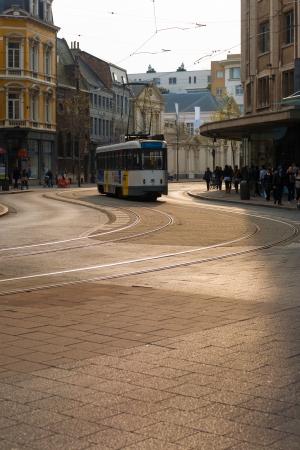 wirtschaftskrise: Antwerpen, Belgien - 13. April 2010: Menschen-Shop in der Innenstadt von Gesch�ften in einer Zeit der Sparma�nahmen von der Europ�ischen Wirtschaftskrise auf 13. April 2010 verursachte in Antwerpen, Belgien