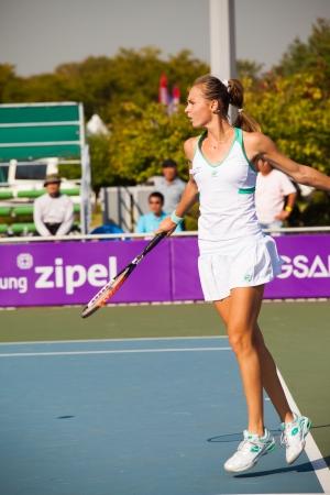 backhand: Se�l, Corea - 23 de septiembre 2009: El jugador de tenis profesional femenino, Magdalena Rybarikova devuelve un slice de rev�s en el Abierto de Hansol Corea el 23 de septiembre de 2009 en Se�l, Corea
