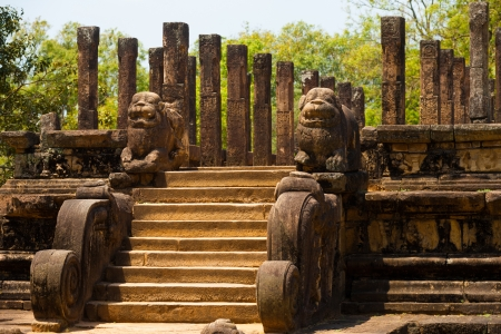 polonnaruwa: Angled view of the steps and lion carvings that lead to the audience hall, part of the ruins of the ancient kingdom capitol in Polonnaruwa, Sri Lanka Stock Photo