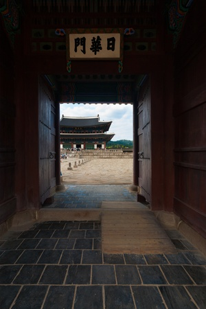 A smaller set of side entrance doors leads to the ancient courtyard of Gyeongbokgung Palace, the traditional royal residence, in Seoul, South Korea Stock Photo - 18832334