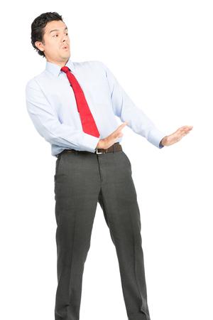 defensive posture: Un hombre t�mido, intimidado hispana en ropa de negocios, camisa de vestir, corbata en una postura defensiva, apaciguar, ech�ndose hacia atr�s, de la mano hacia fuera para calmar oponente agresivo imaginaria hacia abajo. Vertical Foto de archivo