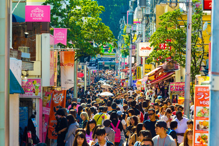 Tokyo, Japan - June 24, 2016: Many young people walking down crowded and bustling shopping street in consumerism mecca lined with stores on busy Takeshita Dori Éditoriale