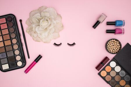 Eye lashes and make up and cosmetics products on pink background Stockfoto