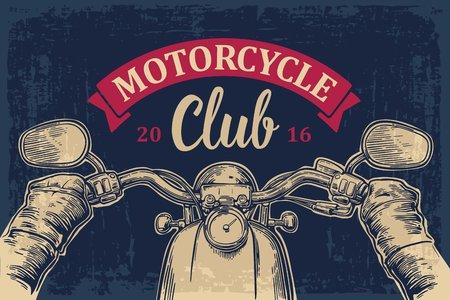 Biker conduire une moto manèges. Vue sur le guidon de la moto. illustration gravé isolé sur fond foncé vintage. Pour le web, affiche moto club. Vecteurs