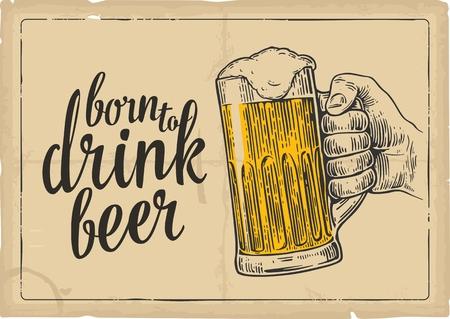 Männliche Hand ein Bierglas hält. Vintage-Vektor-Gravur Illustration für das Web, Plakat, Einladung zur Einladung zur Party und Geburtstag. Isoliert auf beige Hintergrund