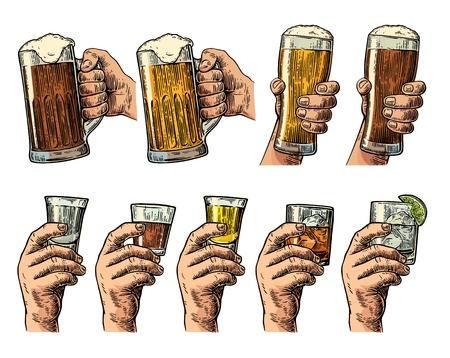 Mannelijke hand die een glas met bier, tequila, wodka, rum, whisky, jenever. Vintage kleur vector graveren illustratie voor het label, poster, uitnodiging voor feest en verjaardag.