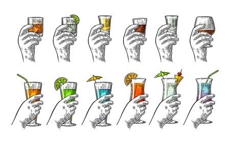 Hand met glas tequila, vodka, rum, cognac, whisky, gin, cocktail. Stockfoto - 79017439