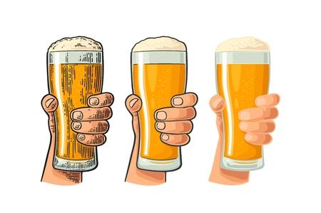 Man hand vasthouden en rammelende bierglas. Verschillende grafische stijlen