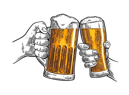 두 손을 들고 두 맥주 안경 머그잔과 clinking