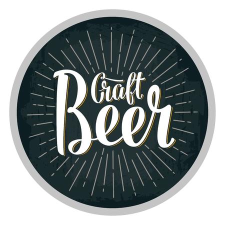Bier fest lettering met stralen. Vector vintage gravure illustratie