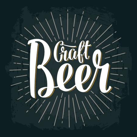 Craft beer lettrage avec des pistons vecteur vintage gravure illustration sur fond sombre Banque d'images - 84562748
