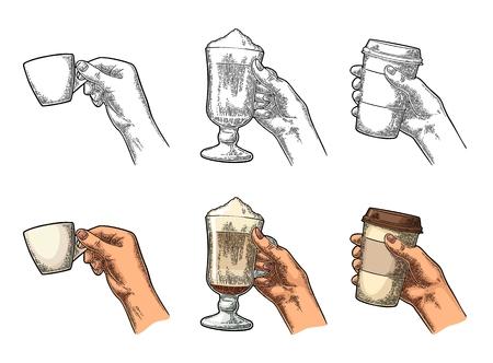 Mains tenant une tasse de café et un verre de café au lait Banque d'images - 84742983