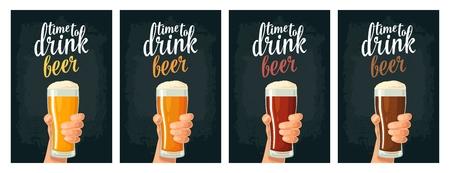 Main mâle tenant un verre avec quatre types de bière - lumière, blanc, rouge et foncé. Banque d'images - 84934941
