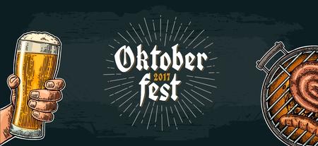 Mannenhand bierglas en barbecue te houden. Oktoberfest-festival.