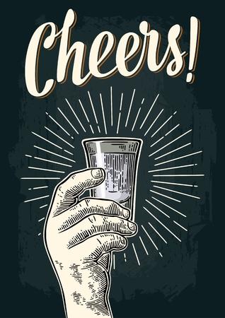 Männliche Hand, die Glaswodka hält. Cheers Toast-Schriftzug. Weinlesefarbe und einfarbige Vektorstichillustration für Aufkleber, Plakat, Einladung zur Partei. Vektorgrafik