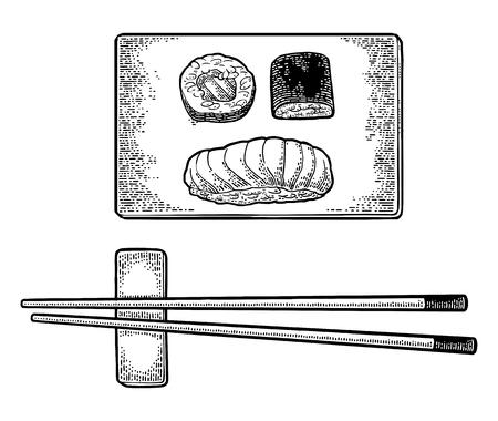 Eetstokjes Nigiri Sushi met vis, broodjes op een houten bord.