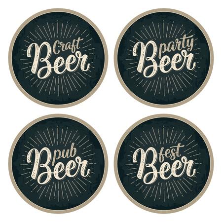Craft Beer kalligrafische letters met stralen. Reclame-ontwerp voor achtbaan. Vintage gravure vectorillustratie op donkere cirkel
