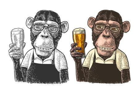 Monkey Fast Food Arbeiter gekleidet in Schürze mit Glas Bier. Vintage-Farbe und schwarze Gravurillustration. Isoliert auf weißem Hintergrund. Handgezeichnetes Gestaltungselement für Poster und T-Shirt
