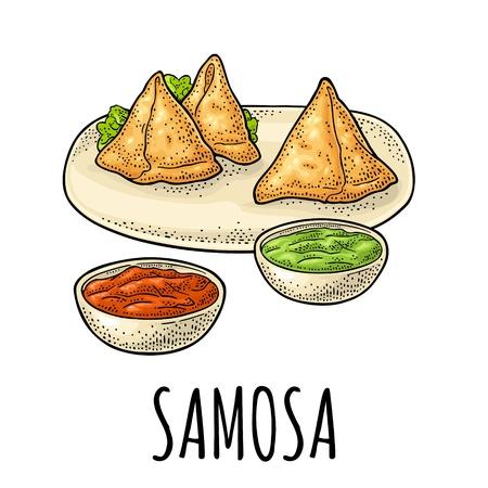 Samosa auf Teller mit Saucen in Schüssel. Indisches traditionelles Essen. Vektorfarbweingravurillustration. Auf weißem Hintergrund isoliert. Hand gezeichnetes Gestaltungselement für Menü, Plakat, Web