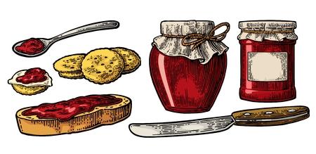 Glas mit Verpackungspapier, Löffel, Messer und Brotscheibe mit Marmelade.