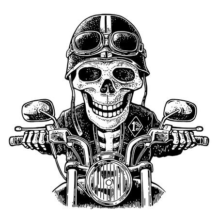 Skelett, das ein Motorrad fährt. Schädel in Motorradhelm und Brille gekleidet. Vektor handgezeichnete Vintage Gravur für Poster. Isoliert auf weißem Hintergrund.