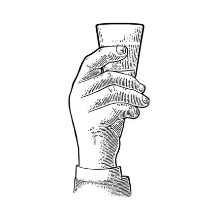 Mâle main tenant le rhum en verre. Illustration de gravure de vecteur noir vintage pour étiquette, affiche, invitation à faire la fête. Isolé sur fond blanc Vecteurs