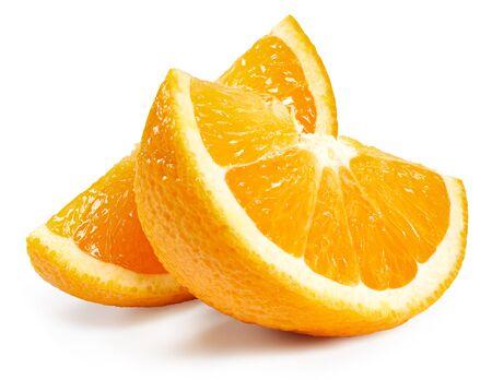 Rebanada de frutas naranja aislado en blanco