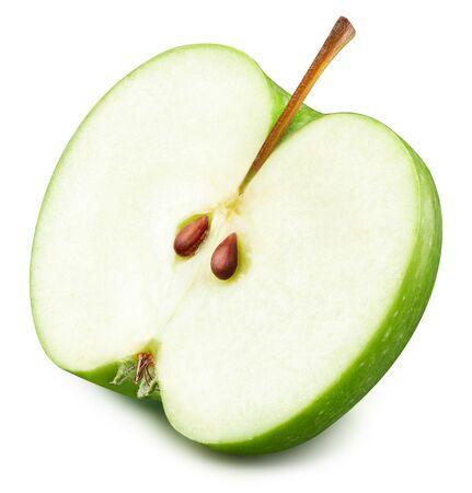 Mele verdi a metà isolate su sfondo bianco. Tracciato di ritaglio di mele fresche mature