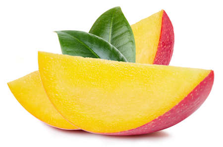 Mango slice with leaves. Fresh organic mango isolated on white background. Mango with clipping path Banque d'images