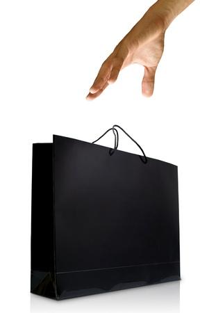 Mano y negro esmalte aislados, comercial concepto de bolsa de compras, de papel
