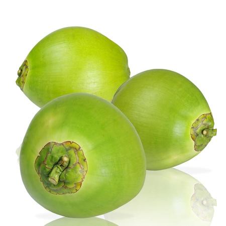 noix de coco: Trois noix de coco sur fond blanc, isol�
