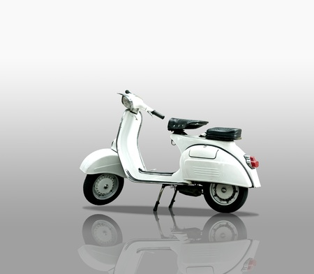 vespa piaggio: Scooter retr� su sfondo bianco Archivio Fotografico
