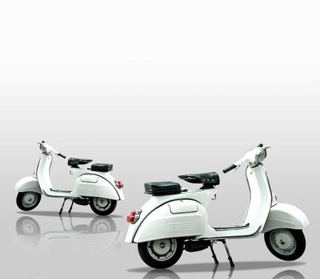 vespa piaggio: Bianco moto retr� su sfondo bianco