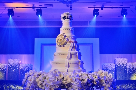 artistry: Wedding cake with stage lighting in wedding ceremony