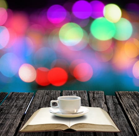 Koffiepauze voor wakker om te lezen Stockfoto