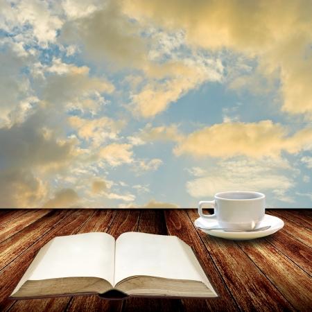 Open boek en drinken koffie, Relax begrip