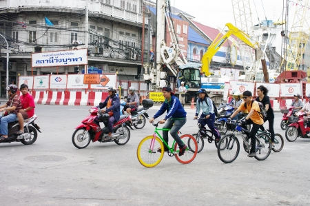 BANGKOK, THAILAND - AUGUST 31 : Unidentified teenagers riding a fixed-gear bicycle also called fixie near construction site ot subway station on 31 August 2012 at Wang-Burapa junction, Bangkok, Thailand Stock Photo - 15269845